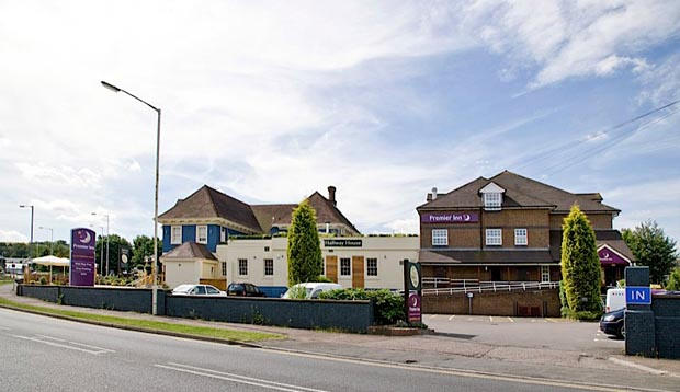 Exterior of Premier Inn Dunstable Luton