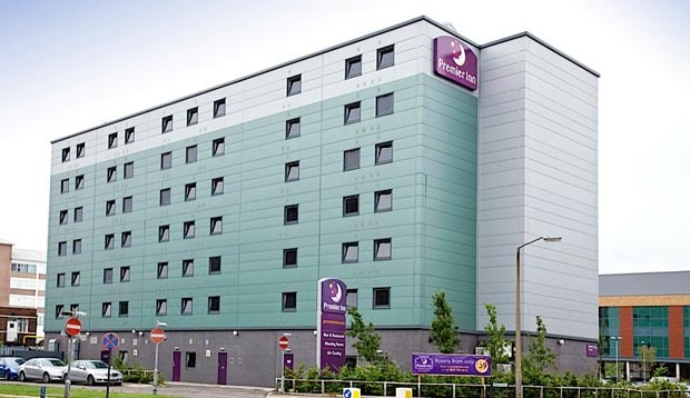 Exterior of Premier Inn London Elstree / Borehamwood