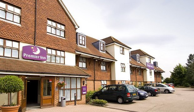 Exterior of Premier Inn London Gatwick Airport South (London Road)
