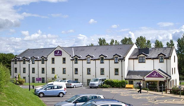Exterior at Premier Inn Glasgow (Milngavie) showing car park
