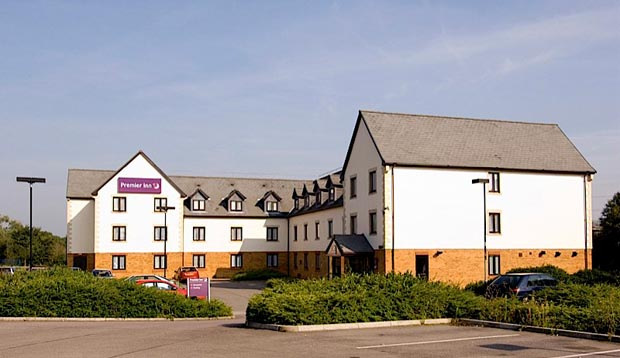 Exterior at Premier Inn Gloucester (Barnwood) showing car park