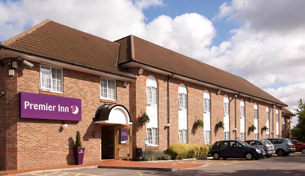 Exterior and car park at Premier Inn London Greenford