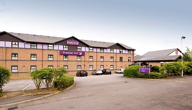 Exterior of Premier Inn Hemel Hempstead West showing car park
