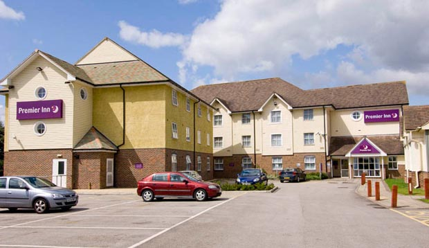Exterior and car park at Premier Inn Hull North