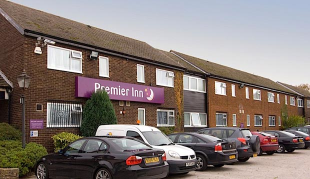 Exterior of Premier Inn Knutsford (Bucklow Hill) with car park