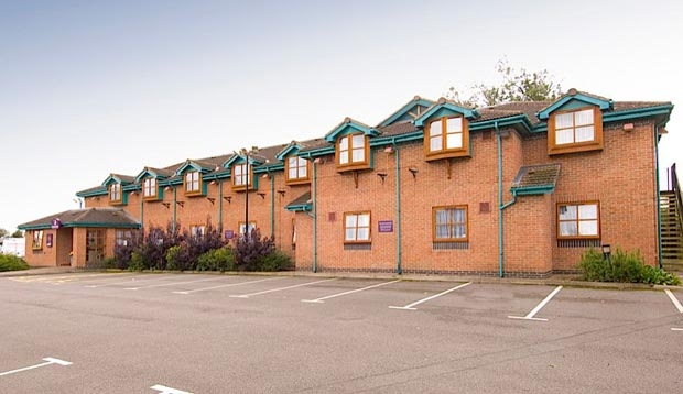 Exterior at Premier Inn Leicester South (Oadby) hotel with car park view