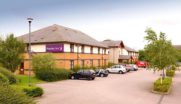Outside of Premier Inn Leicester (Braunstone) hotel showing car park
