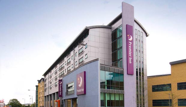 Exterior at Premier Inn London Wimbledon South