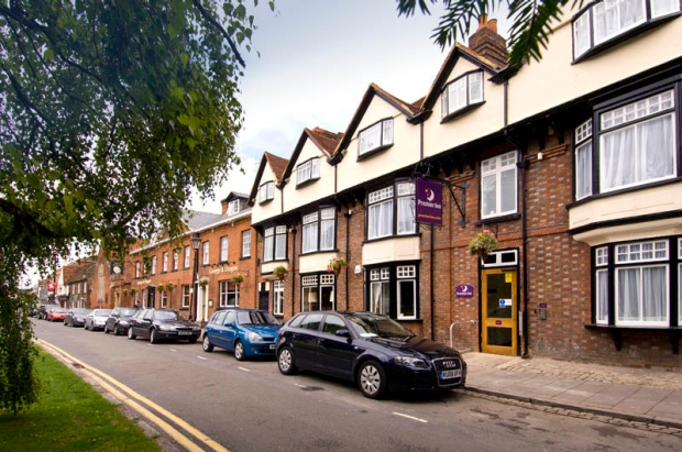 Exterior and car park at Premier Inn Marlow hotel