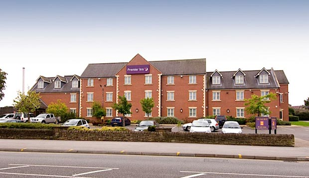 Car park and exterior at Premier Inn Nottingham North (Daybrook) hotel