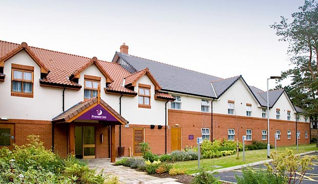 Exterior of Premier Inn Thetford showing front gardens